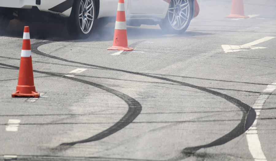 Emergency braking wheel with smoke on the highway.